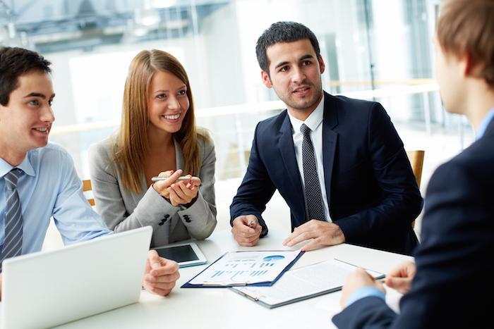 Profesionales en una reunión