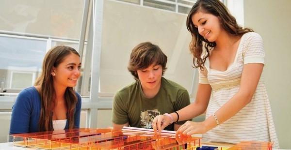 Estudiantes de Diseño de Interiores